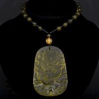 AK013-02 Амулет с бусами Дракон, стекло, цвет жёлтый