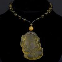 AK013-06 Амулет с бусами Пи Яо, стекло, цвет жёлтый
