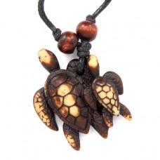 AP055 Амулет Две черепахи, имитация резьбы по кости, пластик, со шнурком