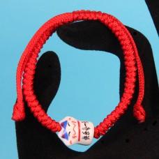 BS055 Плетеный браслет из красной нити Манеки-Неко, керамика