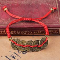 BS299 Браслет из красной нити Пять монет 15мм, цвет бронз.