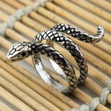 KL010 Кольцо Змея безразмерное, металл, цвет серебр.