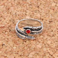 KL026 Кольцо Перо безразмерное, цвет серебр.