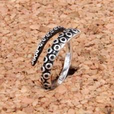 KL034 Кольцо Щупальца осьминога безразмерное, цвет серебр.