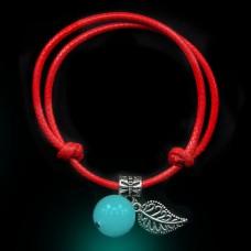 LGB001-2 Красный браслет со светящейся бусиной из нефрита 14мм, цвет свечения синий
