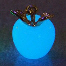LGK001-3 Светящийся кулон Яблоко 19х14мм, нефрит, цвет свечения синий