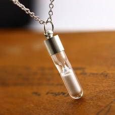 LGK027 Светящийся кулон с цепочкой Песочные часы 35мм, цвет серебр.