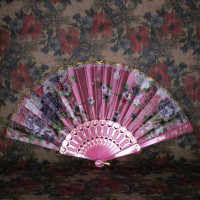 VR001-01 Веер 24см ткань, пластик, цвет розовый